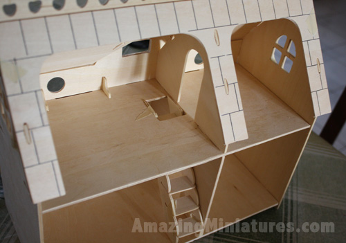 Creatology Dollhouse w/ Veranda Strange Doorway Placement