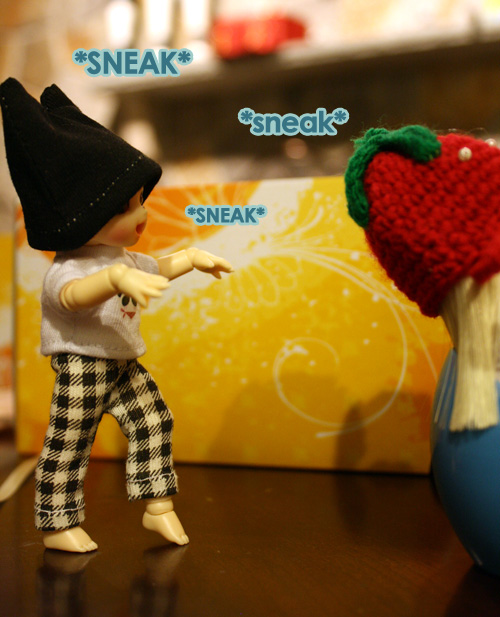 Sneaky! - PukiPuki & LatiWhite Photostory